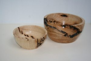 Ash wood pots with bark inclusion